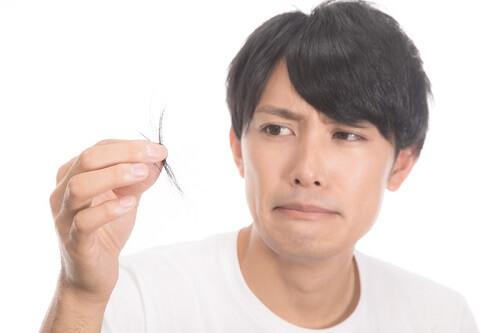 薄毛が少しでも気になったら育毛剤で対策を始めよう