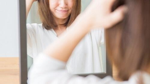 【頭垢が止まらない!?】フケが大量発生する原因と正しい対策法-頭垢(フケ)の対策方法