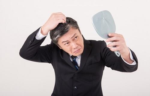 髪が抜けてしまう髪質や頭皮環境をチェックして原因を調べよう