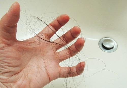育毛シャンプーと育毛剤の違い